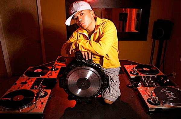 Qbert 大神 TRAKTOR VS SERATO DJ